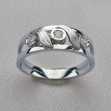 Prsten z bílého zlata