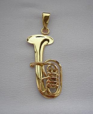 Přívěšek ze žlutého zlata pro milovníky hudby a hudebních nástrojů ve tvaru tuby.