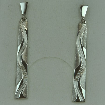 Drop earrings made in sets to wedding rings