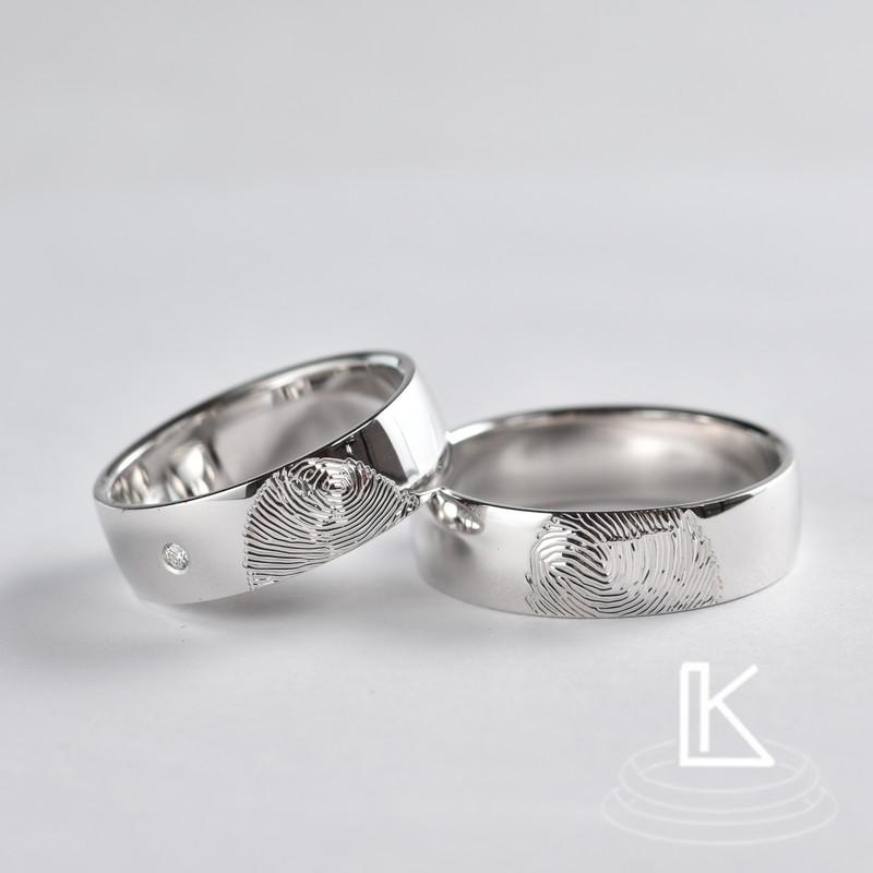 Snubní prsteny s otiskem prstů novomanželů